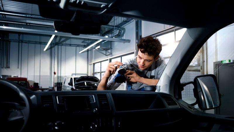VW van technician replacing windscreen