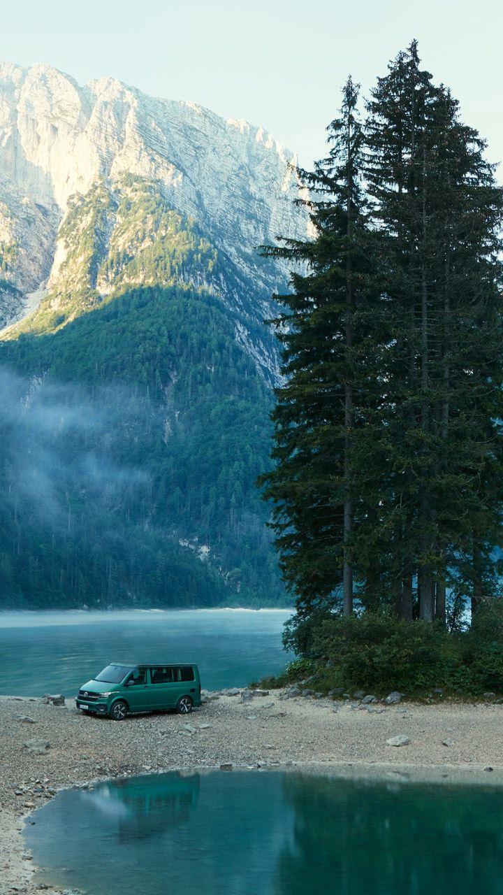 vw Volkswagen Nyttekjøretøy Multivan Caravelle Transporter 6.1 nyheter nyhetsfeed siste nytt skog fjord fjell norsk natur Norge roadtrip Norway bobil camper