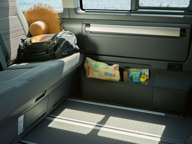 Przestrzeń do przechowywania w Volkswagen California 6.1 Beach.