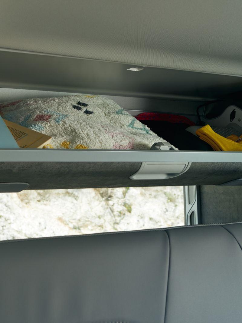 Składane schowek do przechowywania w Volkswagen California 6.1.
