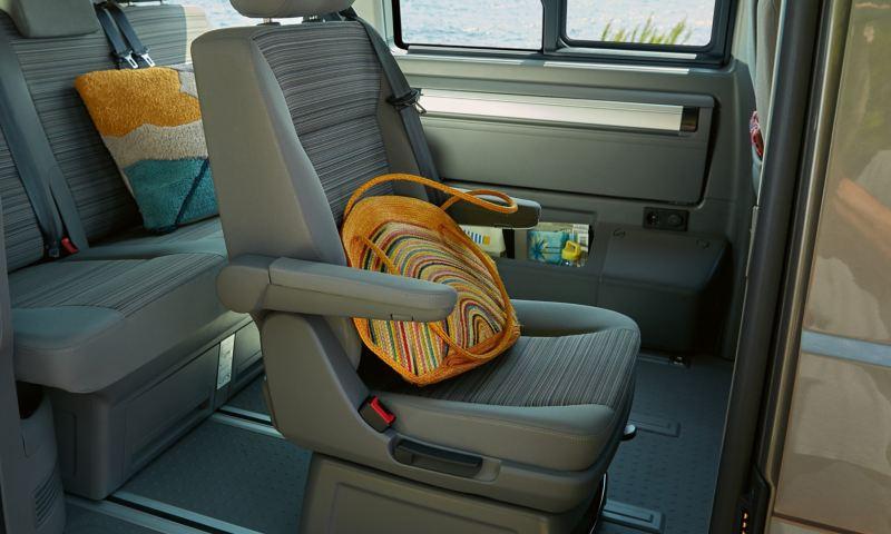 3-osobowa kanapa w Volkswagen California 6.1 Beach.