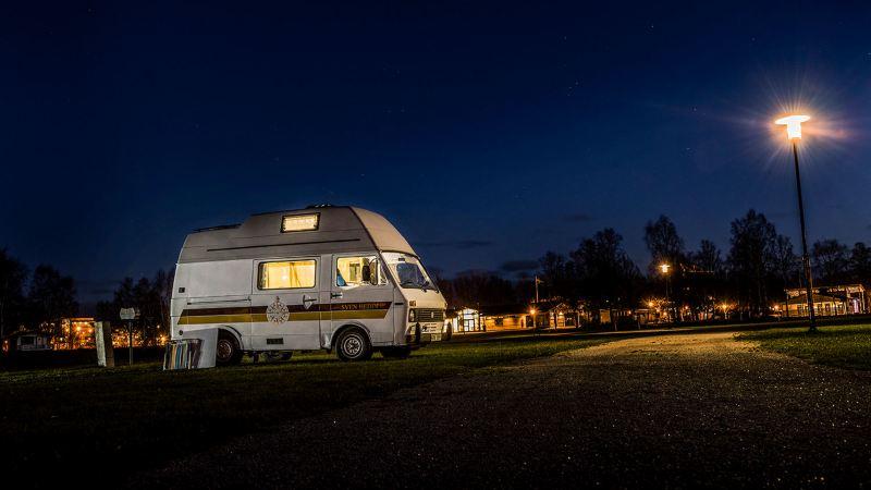 SVEN HEDIN var helt ensam på campingen – men vid gott mod!