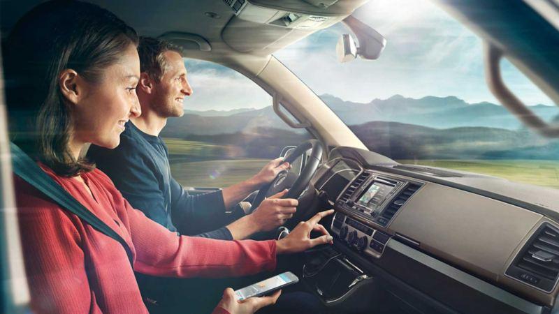 vw Volkswagen Car-Net app varebil firmabil arbeidsbil mobiltelefon ektepar familiebil biltur