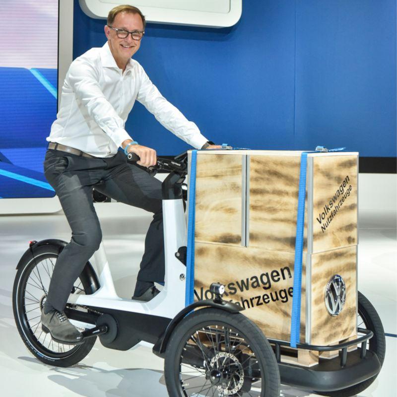 Thomas Cedran presenterar Volkswagens elcykel Cargo e-Bike