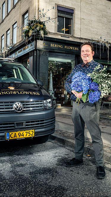 Ambassadøren for Volkswagen Erhvervsbiler Vincent Langer i gang med at surfe.