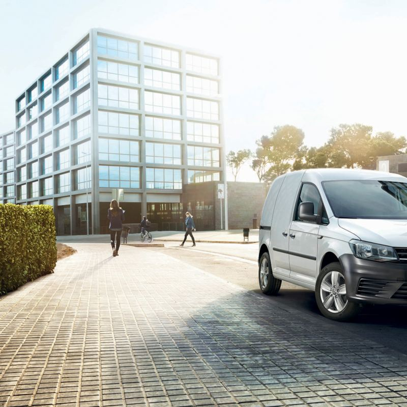 vw-caddy-commercial-zoom-front-city