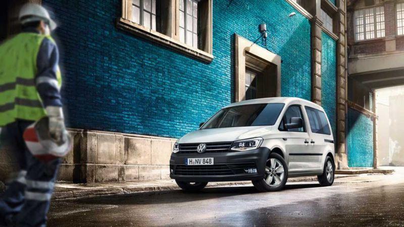 vw Volkswagen hvit Caddy varebil budbil budmann bysenter