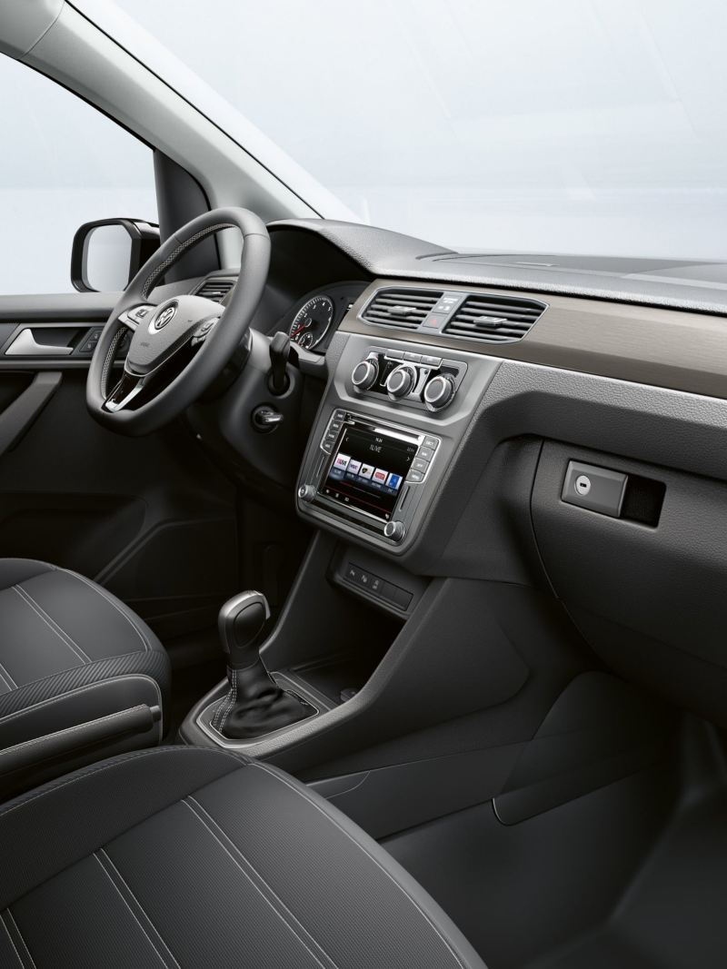 Cabina do condutor da carrinha Caddy Edition 35.