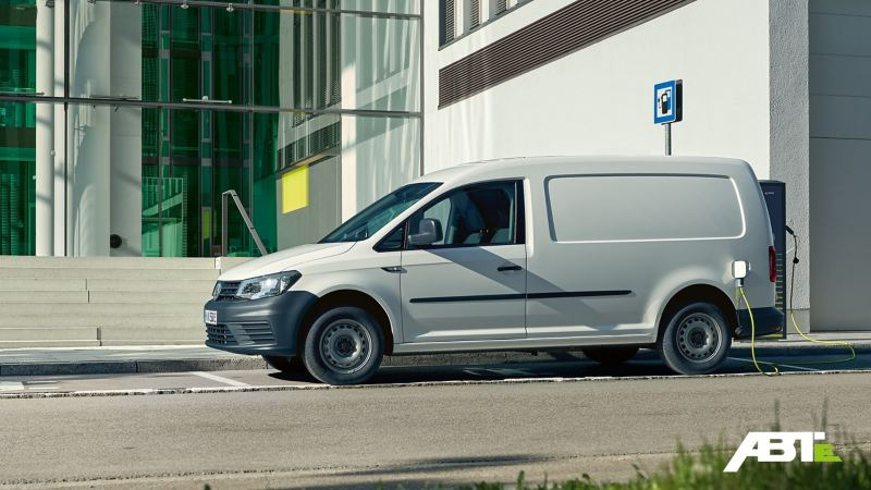 VW ABT e-Caddy vid laddstation