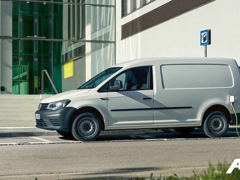 Volkswagen ABT e-Caddy elbil vid laddstation