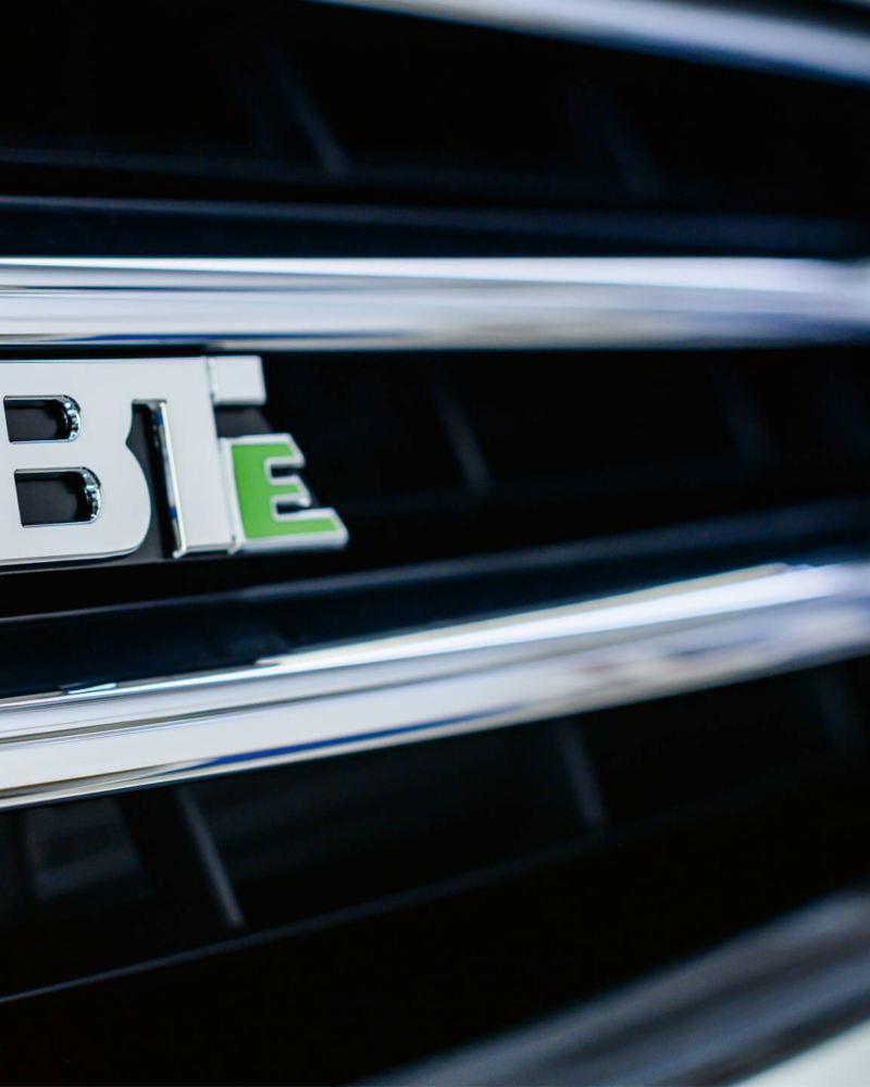 Le logo «ABT e» sur une Volkswagen.