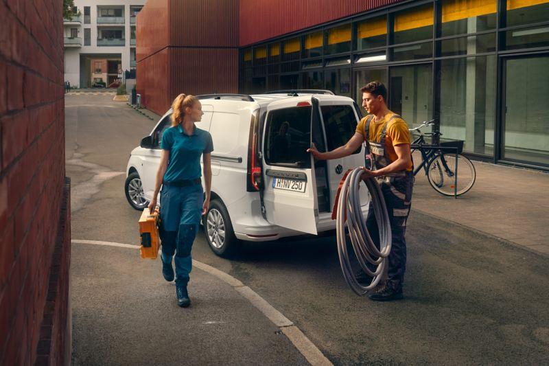 Der neuen Volkswagen Caddy Cargo im Einsatz für Handwerker.