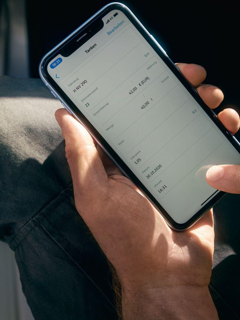 Das digitale Kostenbuch auf einem Smartphone.