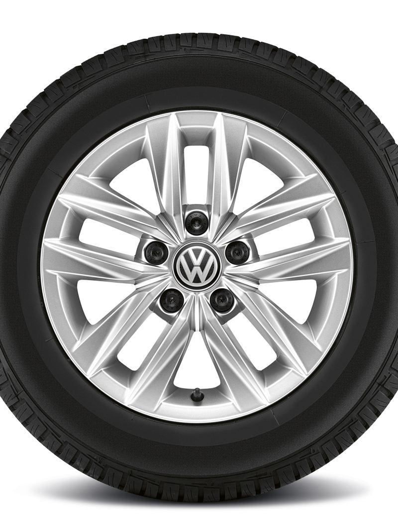 """Ein Reifen mit 15-Zoll-Felge """"Caloundra"""" von der Seite."""