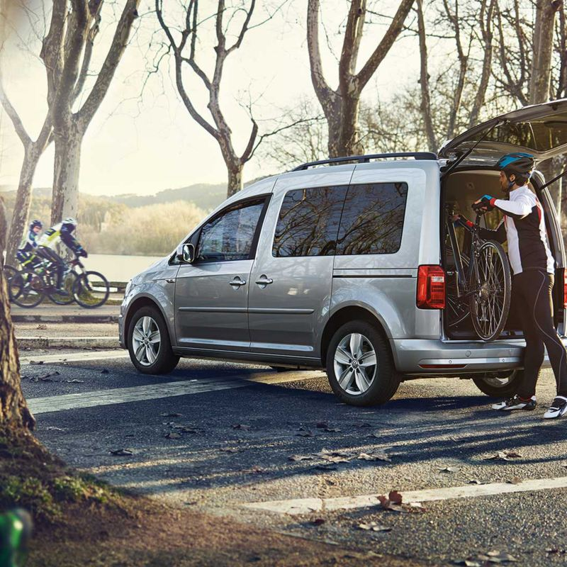 vw Volkswagen Caddy liten kompakt familiebil flerbruksbil offroadsykler sykler terrengsykkel hybridsykkel