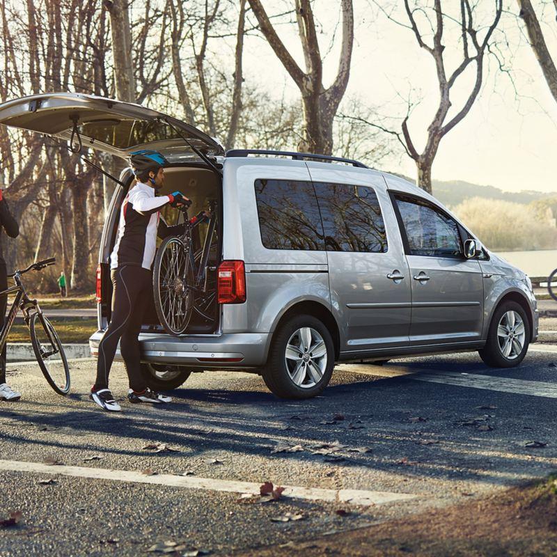 vw Volkswagen Caddy Maxi personbil sykler bagasjerom