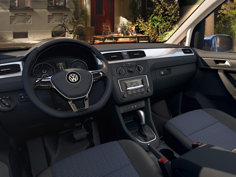 Der Fahrer- und Beifahrerbereich von Innen.