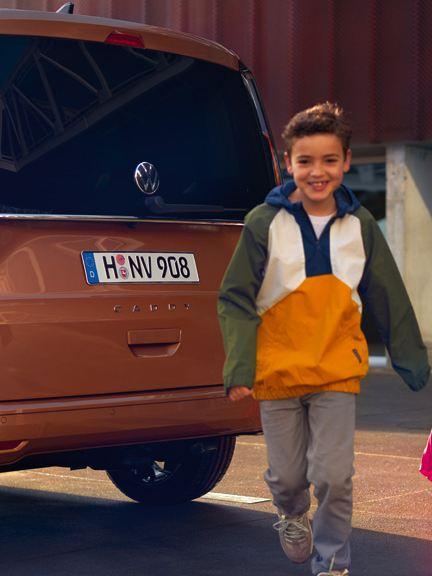 Nye vw Volkswagen Caddy 5 stor familiebil 7-seter digital cockpit infotainment multifunksjonsratt flerbruksbil mor barn gutt familie