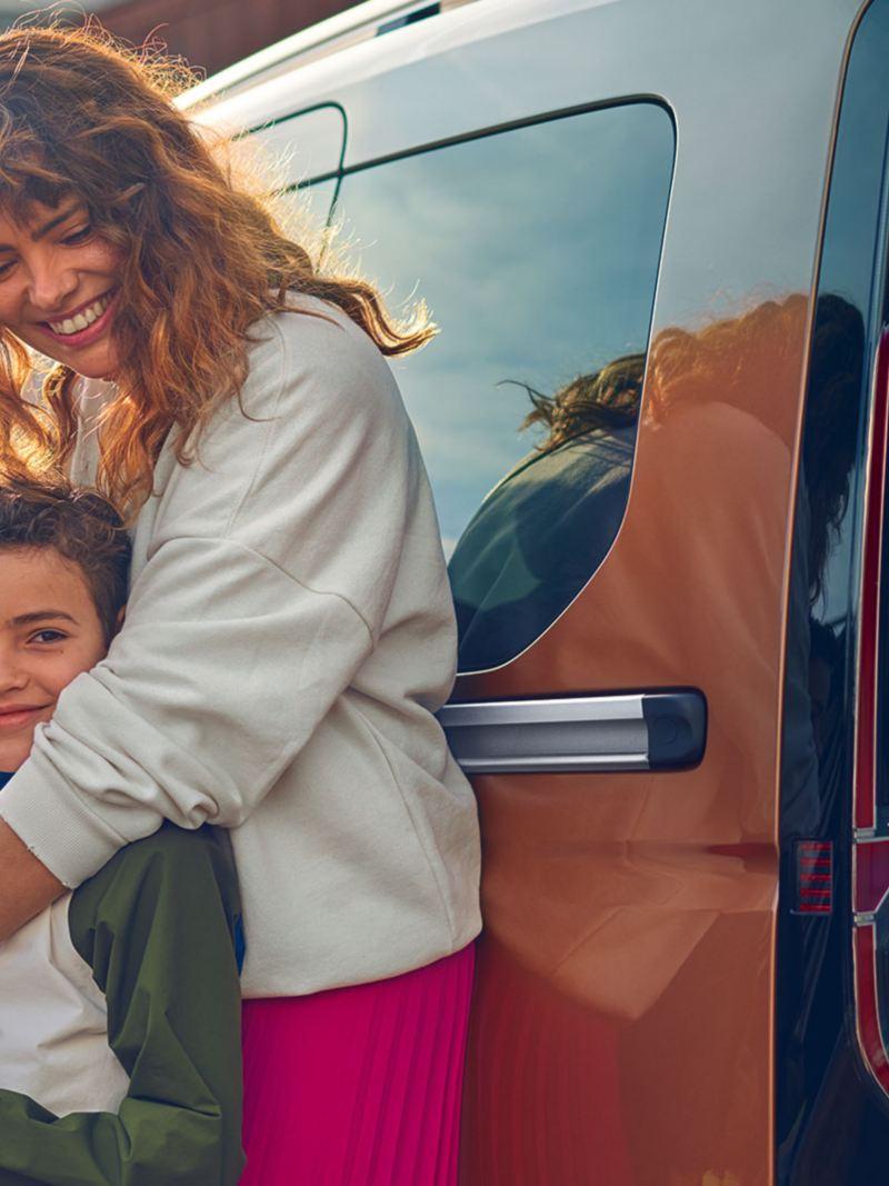 Le nouveau Volkswagen Caddy avec femme et enfant