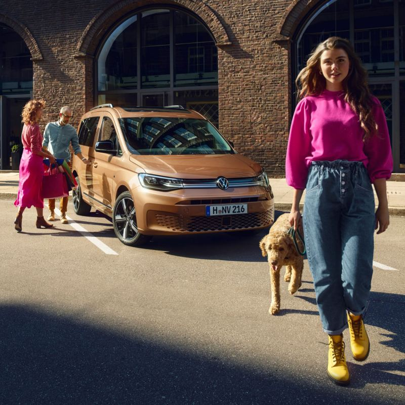 vw Volkswagen Nyttekjøretøy personvernerklæring mann håndverker med smarttelefon
