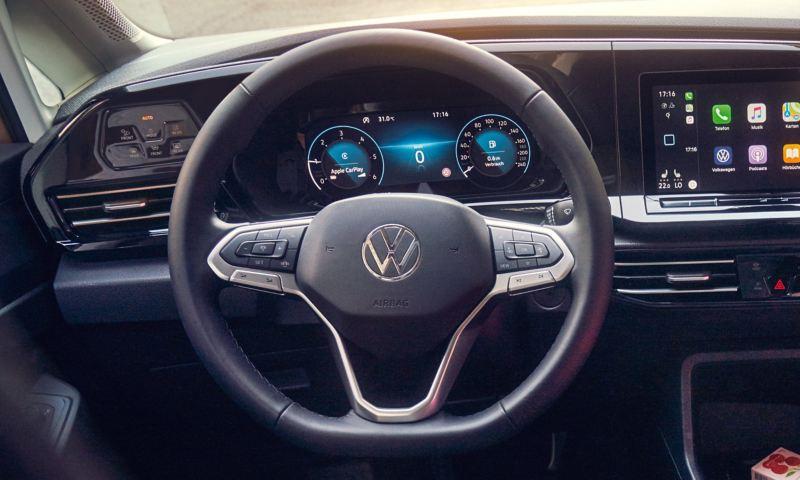 O volante multifunções da carrinha VW Caddy.