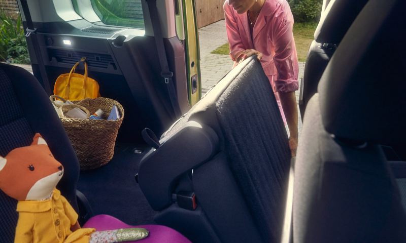 Os bancos rebatíveis da carrinha Volkswagen Caddy.