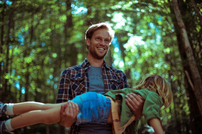 volkswagen multivan padre jugando con su hijo