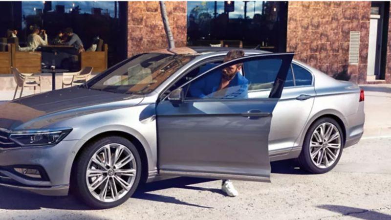 Jetta de Volkswagen adquirido con los mejores consejos para comprar un auto nuevo