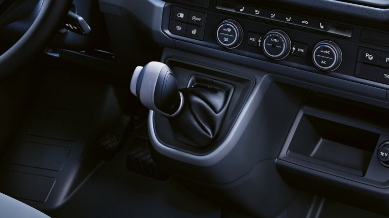Dettaglio della leva del cambio di Crafter Volkswagen.