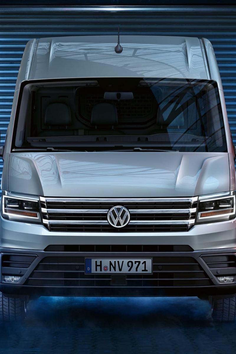 vw Volkswagen hvit Crafter stor varebil kassebil arbeidsbil frontlykter 3 seter