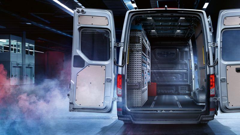 vw Volkswagen sølvgrå Crafter kassebil varebil arbeidsbil varerom lasterom nyttelast