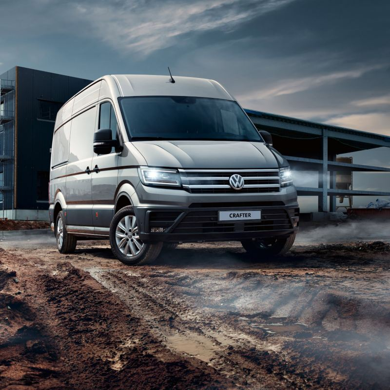 Volkswagen Crafter Furgon na placu budowy.