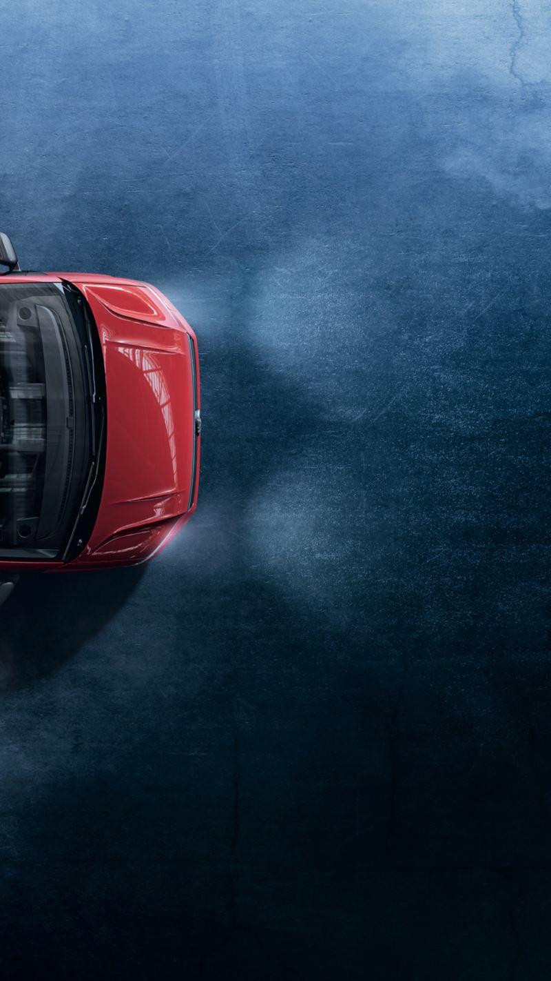 Ein rotes Volkswagen Nutzfahrzeuge Crafter Fahrgestell von oben.