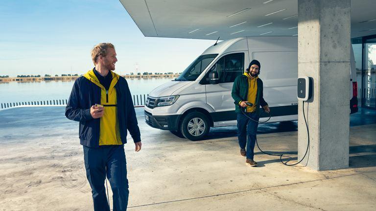 vw Volkswagen e-Crafter el varebil elektrisk varebil elbil elvarebil Enova støtte klimarabatt nullutslippsfondet unge menn ladeboks ladekabel vegggboks DEFA hurtiglader