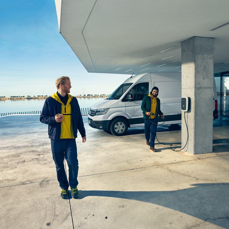 vw Volkswagen e-Crafter el varebil elektrisk varebil elbil elvarebil fornybar energi unge menn ladeboks ladekabel vegggboks DEFA hurtiglader