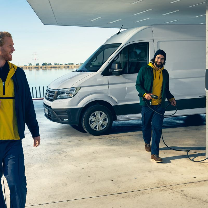VW e-Crafter vid laddstation