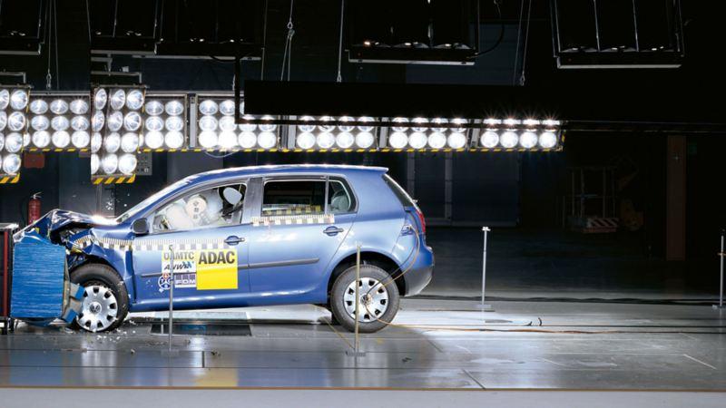 Una Volkswagen sottoposta ad un crash test