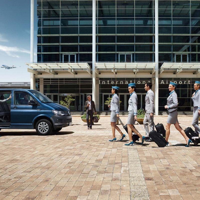 Volkswagen Caravelle na lotnisku.