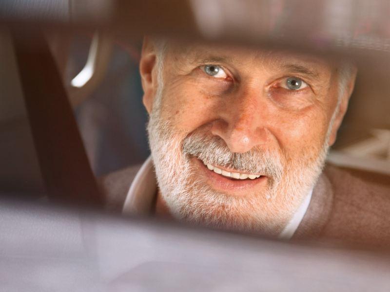 Das Gesicht eines älteren Mannes.