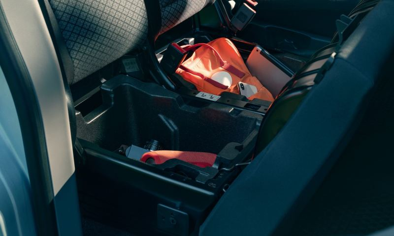 Storagecases beneath the doubleseat in the Caravelle 6.1.