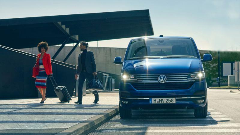 vw Volkswagen Caravelle 6.1 varebil personbil familiebil minibuss minivan NAV bil med 8 eller 9 seter og fleksible seteløsninger for persontransport flyplass airportshuttle