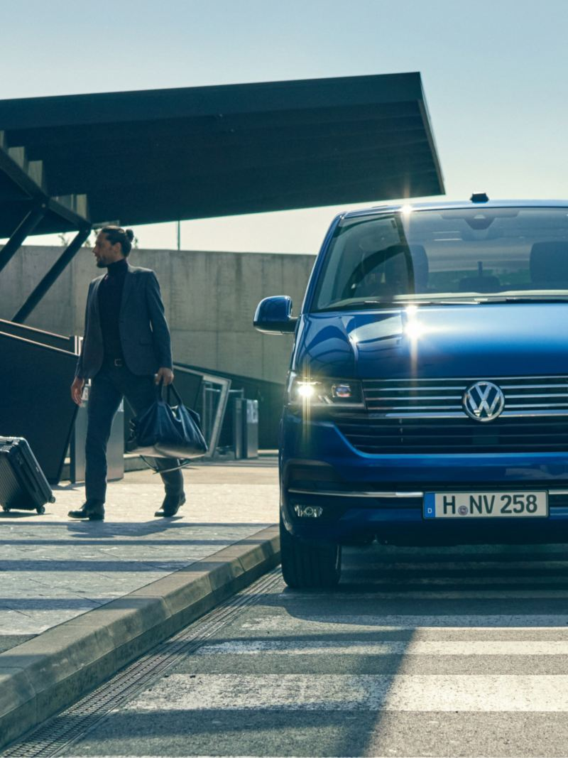 The VW Caravelle 6.1 frontview..