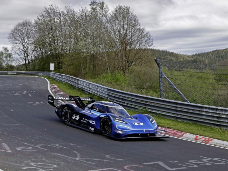 Volkswagen ID. R na Północnej Pętli Nürburgringu: Najnowsza technika spotyka się z tradycją