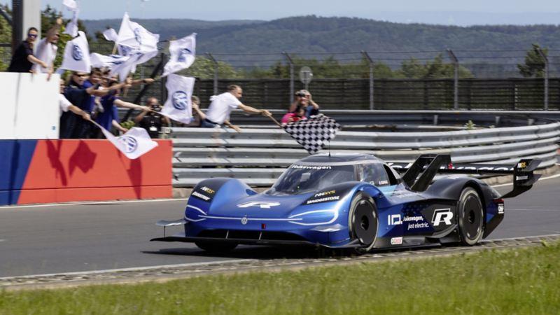Volkswagen ID.R ustanawia nowy rekord Północnej Pętli toru Nürburgring dla aut elektrycznych