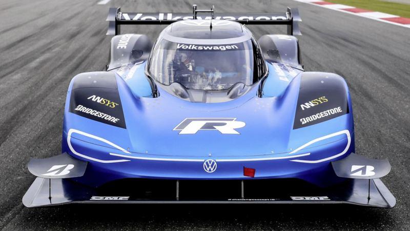 Goodwood Festival of Speed: elektryczny Volkswagen ID. R zmierzy się z rekordem trasy ustanowionym przez samochód Formuły 1