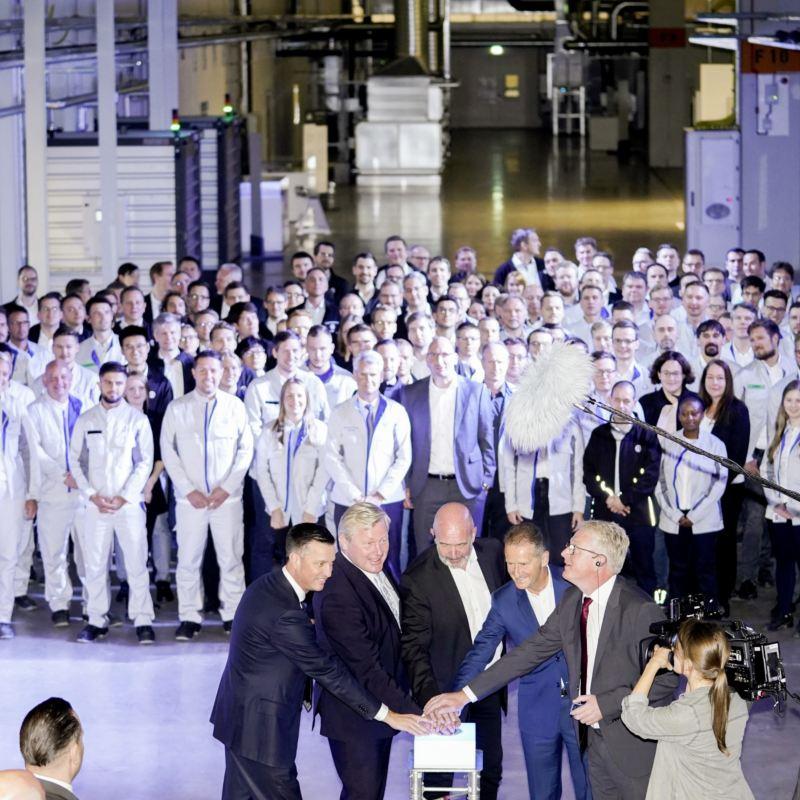 Koncern Volkswagen rozpoczyna w Salzgitter prace rozwojowe i produkcję akumulatorów do samochodów elektrycznych