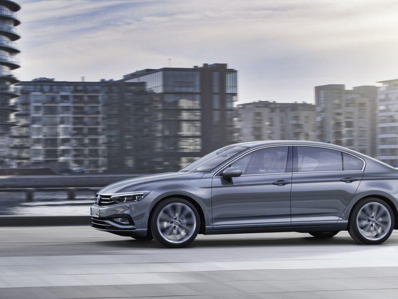 Nowy Passat już dostępny do zamawiania z wybranymi silnikami i w wyższych wersjach wyposażenia