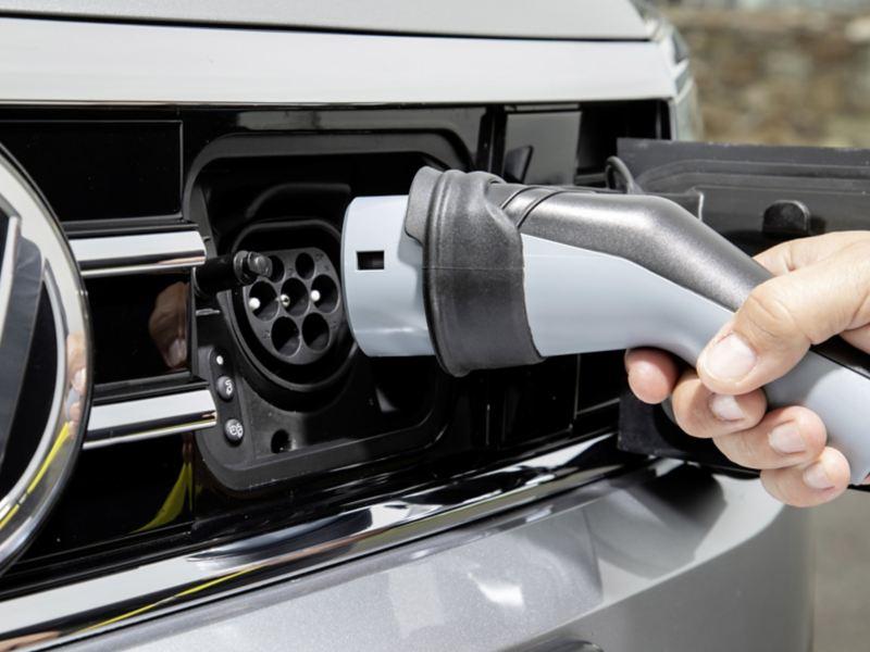 Przedstawiamy wyniki badań: czy jesteśmy gotowi na elektromobilne jutro?