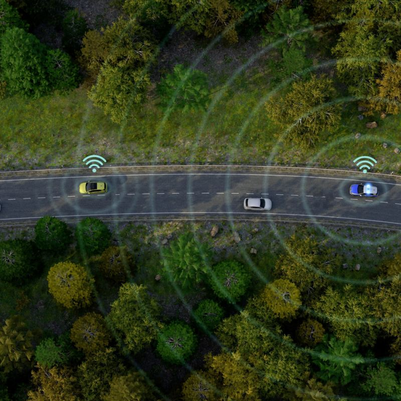 """""""Techniczny kamień milowy"""" - eksperci chwalą technologię Car2X Volkswagena"""
