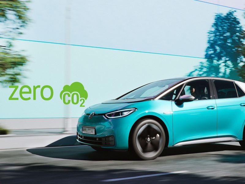 """Rozmowa o śladzie węglowym samochodów elektrycznych w szóstym odcinku podcastu """"Elektrycznie tematyczni"""""""